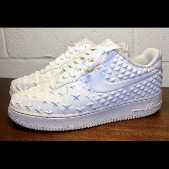 Nike Air Force One Star Studded White Sneakers. M 5c02215e194dad9bcd8abb6f 52584e83b039